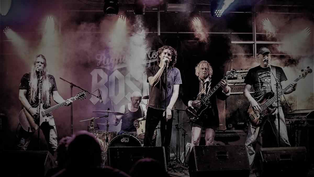 ACDC coverband Highway To Rosie op podium